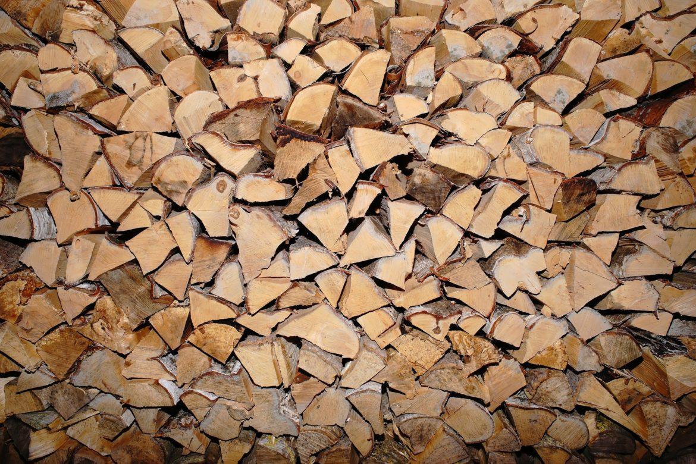 Wie am besten Brennholz lagern